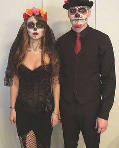 Sugar Skull Halloween Costume, Cute Couple Halloween Costumes, Looks Halloween, Creative Halloween Costumes, Halloween Cosplay, Day Of Dead Costume, Homemade Halloween Decorations, Sugar Skull Makeup, Maquillage Halloween