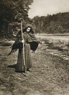 Die Kunst in der Photographie : 1900 Photographer: Aura Hertwig Title: Die Blinde