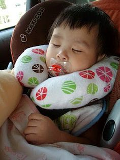 """mommy sew pretty: Neck Pillows-need to make this for baby girl before I get her in her """"big girl"""" car seat"""