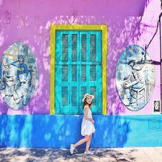 I'm happy when I find cute wall♡ #happyface #wall #caminito #laboca #buenosaires #argentine . この時☝︎はいてたコンバースの白のローカット、、、 このあと、どっかに忘れてきた、、、(笑) . この南米の旅では、 ✔︎メガネ (アルゼンチン着いてすぐ空港で#早) ✔︎サングラス(お気に入りのやつ…#ショック) ✔︎コンバース(もはやどうやったら忘れるねん#謎) …とゆう、なくしたら結構、いやかなりショックなもの達を忘れてきた…(笑) . まぁ〜危ない目にもあわず、ケガも何もなく、元気に帰って来れたからそれでいいさ〜\(^o^)/ きっと彼らが何かの身代わりになってくれたのでしょう…ありがとう。 photo by @manashika #壁 #カラフル #木漏れ日 #アルゼンチン #カミニート