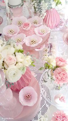 Lima Limão - festas com charme: Muitas rosas para o batizado da Constança! Floral Wreath, Roses, Romantic, Wreaths, Cream, Party, Flowers, Pink, Beautiful