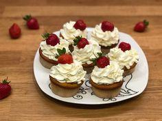 Cupcakes with orange juice and zest Orange Cupcakes, Orange Juice, Cheesecake, Desserts, Food, Tailgate Desserts, Deserts, Cheesecakes, Essen