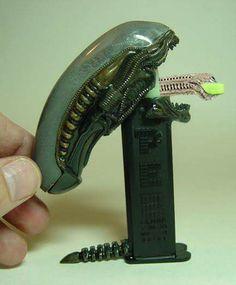 Alien pez dispenser.