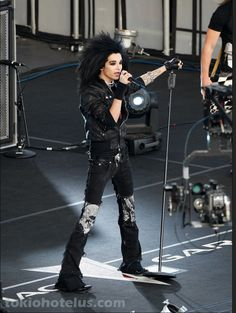 Tokio Hotel in concert, circa 2007. The band's hit single of that year was 1000 Meere (A Thousand Oceans). See the Youtube video: https://www.youtube.com/watch?v=spO2tClQzhY