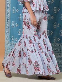 Frock Fashion, Fashion Pants, Fashion Dresses, Sharara Designs, Kurti Designs Party Wear, Pakistani Dresses, Indian Dresses, Sarara Dress, Fancy Kurti