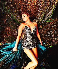 """This is actually freakin' beautiful: Miley Cyrus in her music video for """"Can't Be Tamed,"""" wears a corset dress made of peacock feathers and approx. Miley Cyrus, Peacock Costume, Peacock Dress, Peacock Halloween, Feather Dress, Hannah Montana, Demi Lovato, Selena Gomez, Pretty People"""