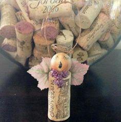 like the leaf wings and gape necklace Angel wine cork Christmas ornament Angel Crafts, Christmas Projects, Holiday Crafts, Christmas Crafts, Christmas Decorations, Wine Craft, Wine Cork Crafts, Wine Bottle Crafts, Wine Bottles