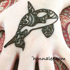 I love this little guy too. My little market friend Hannah asked for an orca … Men Henna Tattoo, Henna Men, Henna Tattoos For Guys, Hand Henna, Cool Henna Designs, Henna Tattoo Designs, Bridal Mehndi Designs, Henna For Boys, Henna Kids