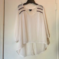 High-low rue 21 top Top has been worn only a few times and it is in great condition! It had lace and it is embroidered on the sleeves, it's an XL and it could fit a L! Rue 21 Tops Blouses