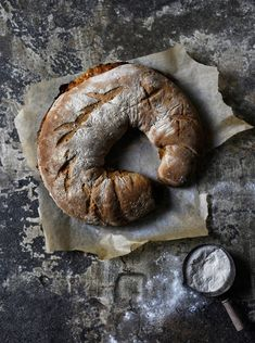 Kinkku-mascarponeleipä Vappu Pimiän tapaan, Kotiliesi.fi Bun Recipe, Bagel, Buns, Breads, Tasty, Drink, Baking, Recipes, Food