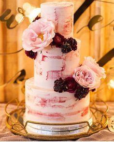 #mulpix Bom dia!!! Para adoçar o feriado de quem quer sair do bolo tradicional... . #bolodenoivado #bolodecasamento #bolodecha #casamento #casamento #noiva #noivas #bolo #bolos #cake #weddingcake #cakes