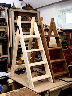 I am almost through the series on making a beautiful stepladder. What makes a stepladder beautiful? It's beautiful because I made it with my own hands, my own power, my own strength, my own mind. Furniture Projects, Wood Projects, Diy Furniture, Woodworking Shop, Woodworking Projects, Building Stairs, Wood Ladder, Diy Workbench, Woodworking Inspiration