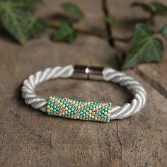 Blaue Armband, Samen Perlen Armband, Geschenk für die Tochter, Feder-Armband, Armband blau
