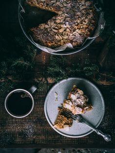 OMENA-MANTELIKAKKU – Liemessä No Bake Desserts, Cereal, Recipies, Baking, Breakfast, Food, Recipes, Morning Coffee, Bakken