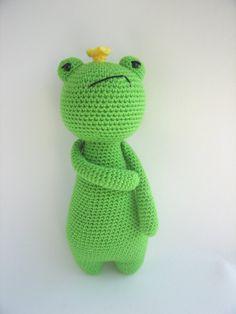 Etsy の Crochet Amigurumi Pattern  King Frog by LittleBearCrochets