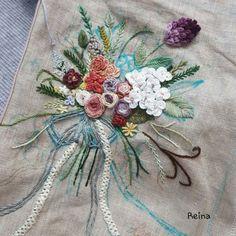 이번 한주 열심히 피어낸 꽃다발을 드디어 완성됐습니다^^ 이로써 프랑스자수 스티치북도 드디어 끝맺음을 ...