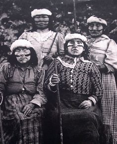 Museo Chileno de Arte Precolombino » Yámana Native American Photos, American Indian Art, Native American Indians, Australian Aboriginals, Melbourne Museum, Sacred Feminine, American Spirit, People Of The World, First Nations