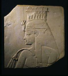 Relief de la reine Tiy, calcaire, H: 42 cm, vers 1375 av. J-C Égypte | KMKG