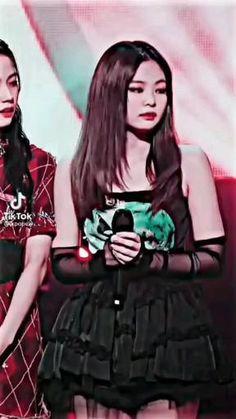 Black Pink Songs, Black Pink Kpop, Kpop Girl Groups, Kpop Girls, Hybrid Art, Black Pink Dance Practice, Boy Photography Poses, Blackpink Video, Blackpink And Bts