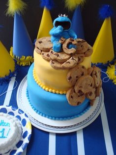 Adorable cookie monster cake!