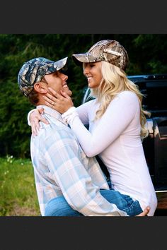 #Country #engagement #photos Find more engagement photo ideas at www.pinterest.com/fitnesswildfire