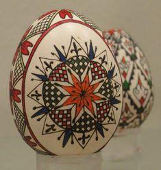 Pisanki: An age-old tradition of egg decoration Ukrainian Easter Eggs, Ukrainian Art, Incredible Eggs, Carved Eggs, Easter Egg Designs, Decoupage, Easter Egg Crafts, Egg Art, Egg Decorating