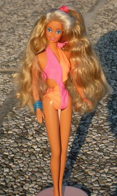 Wet & Wild Barbie. Swimsuit changed color in icy water.