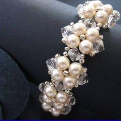 Pattern bijoux: Bracelet for a wedding Bead Jewellery, Jewelry Making Beads, Wire Jewelry, Jewelry Crafts, Handmade Jewelry, Swarovski Jewelry, Jewelry Bracelets, Beaded Jewelry Patterns, Bracelet Patterns