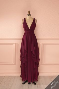 Lavello - Burgundy layered veil low-cut gown