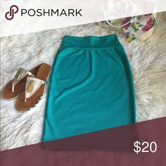 NWT LulaRoe Cassie Skirt sz XS The Cassie skirt takes the fancy up a notch from the Maxi skirt without sacrificing comfort. This pencil skirt's waistband flatters all body types and enables the wearer to adjust the length as needed. You can still dance like no one is watching and know that everything you want covered will stay covered. And you will look hot, too. We live in this skirt all year long. Fits sizes 2-4 LuLaRoe Skirts Pencil