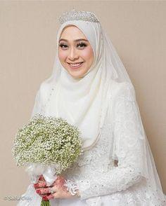 New Bridal Hijab Styles Veils Muslim Women 37 Ideas Malay Wedding Dress, Muslim Wedding Gown, Muslimah Wedding Dress, Muslim Wedding Dresses, Muslim Brides, Dream Wedding Dresses, Wedding Gowns, Muslim Women, Wedding Abaya