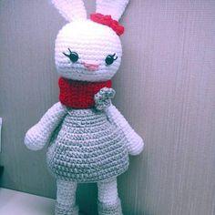 Crochet pattern amigurumi mom and baby bunny Baby Bunnies, Bunny, Sleepy Bear, Beige, Crochet Patterns Amigurumi, Pink, Mom And Baby, Alice In Wonderland, Reindeer