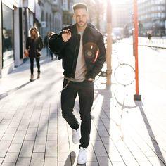 "Daniel trên Instagram: ""Well arrived in Hamburg  So cold here ❄️ Have a nice weekend guys! ––––––––––– #tmm #hamburg"""