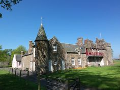 Scotland Castles, Scottish Castles, England Ireland, Castle House, Old Churches, European Travel, Places To Visit, Manor Houses, Chateaus
