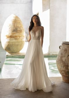 Explore our Wedding Dresses and feel Unique: One bride, One shape, One Unique dress. Discover our Cocktail Gowns from Pronovias. Pronovias Wedding Dress, Stunning Wedding Dresses, Perfect Wedding Dress, Beautiful Gowns, Beige Wedding Dress, Hollywood Glamour, Glamour Hollywoodien, Rembo Styling, Gown Gallery