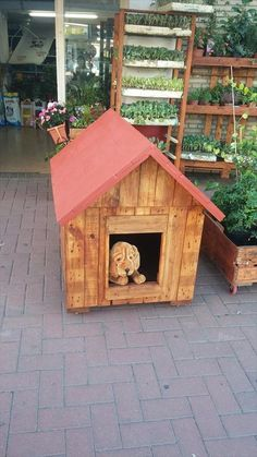 pallet diy dog house made from reclaimed wood Wooden Projects, Diy Pallet Projects, Cool Diy Projects, Pallet Home Decor, Pallet Art, Pallet Furniture, Diy Furniture Instructions, Pallet Dog House, Cat House Diy