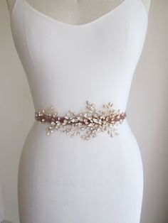 Bridal Swarovski crystal belt sash, Wedding crystal belt, Swarovski rhinestone belt, Gold or silver belt with mauve velvet sash Wedding Sash Belt, Wedding Belts, Bridal Sash, Bridal Hair Pins, Bridal Dresses, Hair Jewelry, Bridal Jewelry, Motifs Perler, Crystal Belt