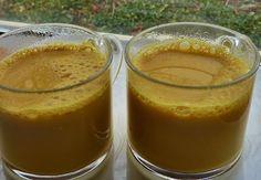 Gouden melk is een wonderlijk drankje om 's avonds te drinken en de voordelen zijn enorm. Het hoofd ingredient is de geelwortel, ook bekend onder de namen Haldi, Kurkuma, Curcuma,