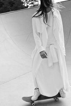 Long minimal white layered look
