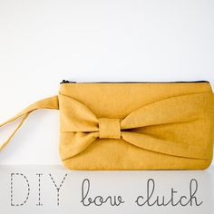 DIY: Bow clutch sewing tutorial + here a video https://www.pattydoo.de/blog/2013/10/cell-phone-pouch-bowie/