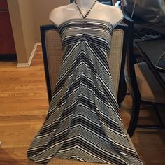 """Patagonia Dress Perfect Condition. I love how one side is longer than the other. The front  side is about 29"""" the other about 34"""" across the top is 11 /2"""" Patagonia Dresses"""