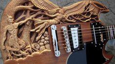 Une Gibson SG (la même qu'Angus Young du groupe AC /DC) mais revue par Gig. Cette douce guitare baptisée Good'N Evil a quand même une sacré gueule.