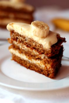 banana cake with caramelized bananas and cream cheese frosting