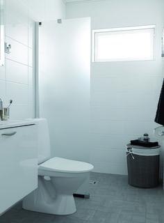 Pukkila Valkoinen, kotimainen seinälaattasarja koossa 20×40 cm, väri valkoinen. Wooden House, Bauhaus, Wall Tiles, Toilet, New Homes, Bathroom, Dreams, Room Tiles, Washroom