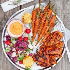 Krämig köttfärsgratäng med spaghetti och osttäcke - Recept - Tasteline.com Fairy Food, Smoothie Bowl, Paella, Cobb Salad, Broccoli, Tortellini, Turkey, Nutrition, Snacks