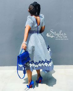 Image may contain: one or more people and people standing African Fashion Skirts, African Wear Dresses, African Traditional Wear, I Dress, Shirt Dress, People, Cups, How To Wear, Shirts