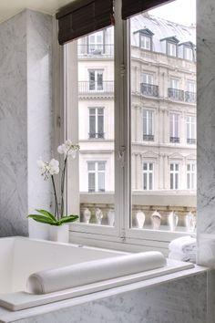 Pissarro Suite - Parisian bathroom