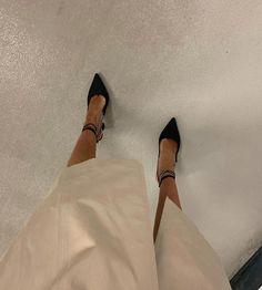 Cute Heels, Shoes Heels, Fashion Shoes, Fashion Outfits, Street Style Shoes, Cheap Shoes, Me Too Shoes, Character Shoes, Nike Women