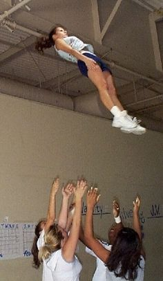 Popping the Cradle - tips for better popping! Cheer Jumps, Cheer Stunts, Cheer Coaches, Cheer Mom, Cheer Pictures, Cheer Pics, Cheer Routines, Team Bonding, Cheer Quotes