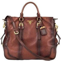 I LOVE PRADA! If I could marry a brand, it would definitely be Chanel, but prada runs a close second! Prada Purses, Prada Handbags, Prada Bag, Purses And Handbags, Leather Handbags, Handbags Online, Fashion Handbags, Cheap Handbags, Purses Online